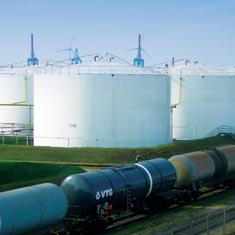 Tank terminal with railcars